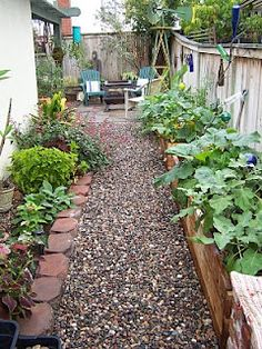 Great idea for a narrow and hard to grow side yard. Thinking raised beds from pallet boards will be awesome. Laurmelas House: Before and After
