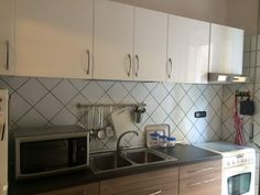 Cucina lineare Ikea bianca e Tortora