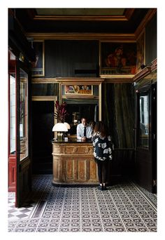 One Legendary Paris Nightclub Is Reborn as a Luxury Hotel via Best Restaurants In Paris, Paris Hotels, Paris Nightclub, Vienna Hotel, Hotels And Resorts, Restaurant Bar, Night Club, Coffee Shop, Liquor Cabinet