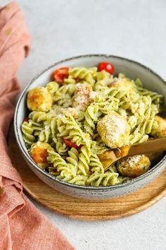 Pasta Al Pesto, Pasta Salad, Pasta Recipes, Dinner Recipes, Scampi, Food Styling, Food Inspiration, Yummy Food, Healthy Recipes