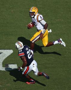 Brandon Harris of the LSU Tigers runs for a first down against the Auburn Tigers in the second quarter at Tiger Stadium on September 2015 in Baton Rouge, Louisiana. Lsu Tigers Football, Auburn Tigers, College Football, Football Team, Football Helmets, Tiger Stadium, First Down, Espn, Louisiana