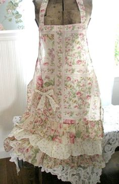 sweet and pretty apron.I've always wanted my own apron. Shabby Chic, Cute Aprons, Aprons Vintage, Retro Apron, Victorian Aprons, Sewing Aprons, Sewing Hacks, Sewing Projects, Frocks