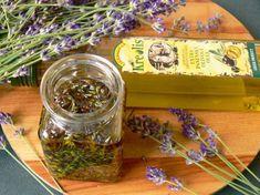 Vyrobte si malé domácí poklady zlevandule - Novinky.cz Nordic Interior, Kraut, Pesto, The Balm, Mason Jars, Remedies, Food And Drink, Herbs, Homemade