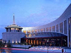 The Country Music Hall of Fame and Museum in Nashville takes its inspiration from musical instruments, including the keyboard. Find more examples of Engineered Artistry at www.trex.com.