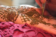 Artist thought process of laying out a henna design. This mehndi design incorporates elements from Arabic and Indian henna using paisley and flowers, while balancing it with geometric elements. HennaArt.ca: Design in Action