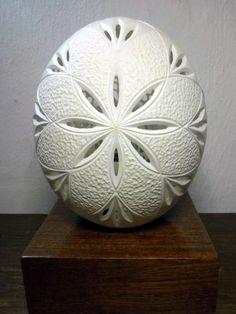 Marcio, graveur et sculpteur sur coquille d'oeuf