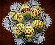 Crochet Stone, Crochet Lace, Quilted Ornaments, Christmas Ornaments, Easter Crochet, Egg Decorating, Chrochet, Happy Easter, Doilies