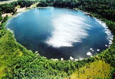 В Нижегородской области есть озеро глубиной до 40 метров. Озеро формировалось постепенно и поэтому имеет многоярусный рельеф дна. Само озеро Светлояр и его окрестности являются заповедной зоной и охраняются ЮНЕСКО