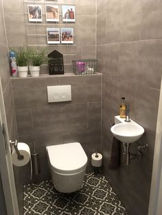 Wet Room Bathroom, Small Bathroom Interior, Interior Design Kitchen, Washroom Design, Toilet Design, Bathroom Design Luxury, Small Downstairs Toilet, Small Toilet Room, Minimalist Toilets