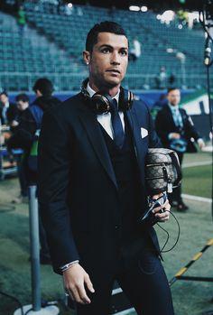 Cristiano Ronaldo Quotes, Cristiano Ronaldo Portugal, Cristino Ronaldo, Ronaldo Football, Cristiano Ronaldo Cr7, Soccer Players, Sport Fashion, Loafers Men, Superstar