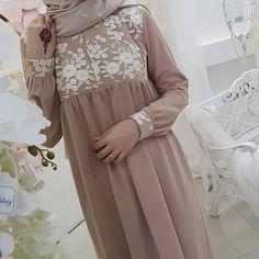Abaya Fashion, Fashion Dresses, Fashion Muslimah, Hijab Style Dress, Hijab Chic, Moslem Fashion, Fancy Dress Design, Modele Hijab, Outfit Look