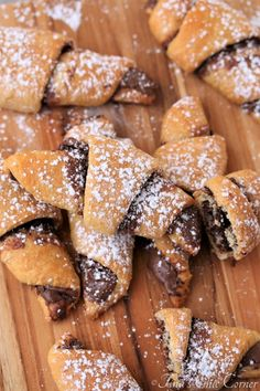 One of my sisters always asks me for easy recipes. I show her a few, like chocolate chip cookies and pancakes, and she res… Nutella Crescent Rolls, Nutella Rolls, Nutella Snacks, Nutella Recipes, Nutella Cupcakes, Creasant Roll Recipes, Oven Recipes, Easy Recipes, Crossant Recipes