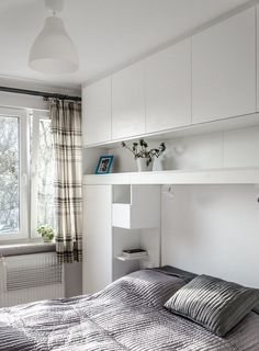 furnishing ideas bedroom white wallpaper Bogel motif wooden furniture and pastel green accents