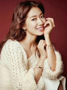 It's about time there was some concrete drama casting news with Park Shin Hye, and even if this is just discussion level it's still something for me to look forward to. Park Shin Hye, Gwangju, Korean Actresses, Korean Actors, Korean Beauty, Asian Beauty, Korean Model, Beautiful Asian Girls, Beautiful Women