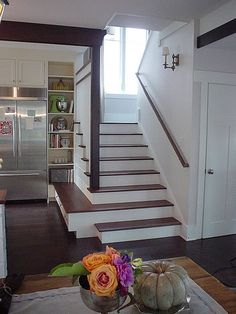 Michaela Mahady and Deb Kees' cottage living idea home, Evanston, Illinois . storage on bottom stair Style At Home, Entry Stairs, Basement Stairs, Stairs In Kitchen, Open Stairs, Kitchen Storage Bench, Up House, Craftsman Bungalows, Cottage Living