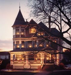 The Ghost of the Victorian house in Millersburg Ohio. Victorian Architecture, Beautiful Architecture, Architecture Details, Beautiful Buildings, Interior Exterior, Exterior Design, Victorian Style Homes, Victorian Era, My Dream Home