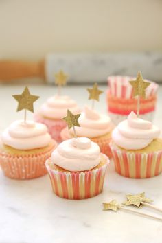 I love making homemade pound cakes, and homemade chocolate cakes... but for cupcakes, I usually turn to a cake mix. I don't know why...