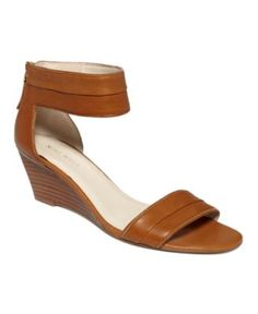 Packpunch Wedge Sandals- these are much more flattering than a basic flat sandal & they go with everything!
