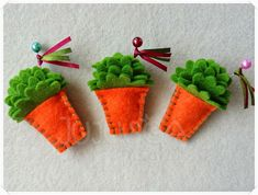 Jujusca Crafts: Manjericos de S. João (2014) - Pregadeiras - feltro Felt Crafts, Easter Crafts, Diy And Crafts, Crafts For Kids, Arts And Crafts, Sewing Projects, Projects To Try, Felt Flowers, Textiles