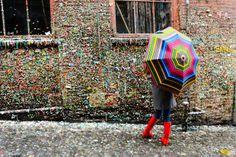 Seattle tem parede colorida por muitos chicletes