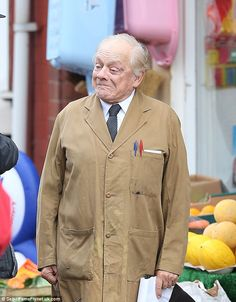 Cameras roll as David Jason resumes role in Still Open All Hours. How adorable does he look?!
