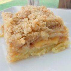 greek dessert recipes, low cal dessert recipes, irish desserts recipes - Apple Slab Pie with Crumble Topping ~ The perfect apple pie dessert for a crowd! Apple Desserts, Apple Recipes, Just Desserts, Sweet Recipes, Picnic Desserts, Irish Desserts, Southern Desserts, Southern Food, Unique Recipes