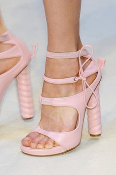 slimming light pink dress shoe... now ... let me pick out an outfit to go with my shoes... This is a beautiful shoe.