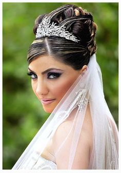 cool Tips to Find the Right Wedding Hairstyles for Round Faces