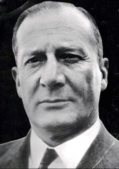 'FABIAN OF THE YARD'. Metropolitan Police Detective Superintendent Robert Honey Fabian 1901-1978. He was an English police officer with an unusual middle name, who rose to the rank of Detective Superintendent in London's Metropolitan Police. After retirement from the force, he worked as a crime writer. Many TV series, books and films reflected the life and time of this very famous London Detective