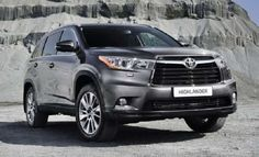 The 2017 Toyota Highlander Hybrid is a luxury sports utility vehicle that is supposed to launch as a fourth generation entry into the prestigious SUV lineup. One of the many things that makes this model highly desirable is its advanced engine configuration that not only improvises power to performance ratio, but also produces less harmful