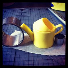 {A nice tutorial for this darling yellow fondant Watering Can by Bronnie Bakes} Fondant Cake Tutorial, Fondant Tips, Fondant Toppers, Fondant Cakes, Garden Theme Cake, Garden Cakes, Cake In A Can, How To Make Cake, Cake Decorating Techniques