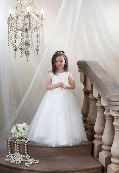 Sveriges sötaste brudnäbb | Flower girl dress, Bröllopsidéer