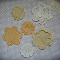 DIY filc virág csomag cream színkombináció (6db), Textil, Filc, Készítsd el magadnak az alábbi filcvirágokat, melyekkel feldobhatod a hajpántodat, képkeretede..., Alkotók boltja