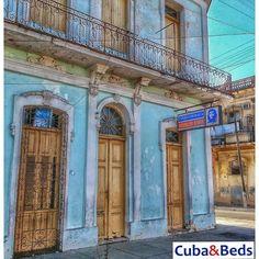Escuela de primaria en Cienfuegos. Cuba primer país latinoamericano que erradicó el analfabetismo. Primary school in Cienfuegos. First Latin American country to Cuba eradicated illiteracy.  #cuba #habana #lahabanavieja #caribbean #travel #lahabana #hdr #loves_cuba