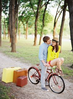 Here we have outfit ideas for pre wedding photoshoot to be the cutest couple ever. These days pre wedding shoot are high on trend right now. Engagement Couple, Engagement Pictures, Engagement Session, Engagements, Pre Wedding Photoshoot, Wedding Shoot, Wedding Ideas, Wedding Songs, Prenup Theme