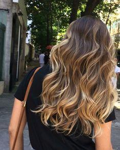 Most favorite melted caramel hair color shades in 2019 008 Brown Hair Balayage, Brown Blonde Hair, Hair Color Balayage, Brunette Hair, Hair Highlights, Ombre Hair, Golden Highlights, Balayage Brunette Long, Balyage Long Hair