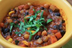 Vegetarian chili with black beans and beer. This is cold weather food that sticks to your ribs. Vary the type of beer you use for this recipe if you want to change up the flavour. Kidney beans can be substituted for the black beans. Black Bean Chili, Black Beans, Green Living Tips, Beautiful Soup, Vegetarian Chili, Plant Based Protein, Kidney Beans, Green Kitchen, Kitchen Recipes