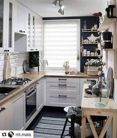 Home Interior Modern look tips and trick for arrangement the space for small kitchen.Home Interior Modern look tips and trick for arrangement the space for small kitchen. Kitchen Decor, Home Decor Kitchen, New Kitchen, Home Remodeling, Kitchen Remodel Small, Kitchen Design Small, Minimalist Kitchen, Kitchen Renovation, Home Decor
