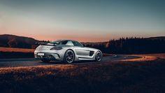 """18.7k Likes, 33 Comments - Mercedes-Benz (@mercedesbenz_de) on Instagram: """"Der Herbst kann so schön sein... 🍃🍂🍁 Foto via @dennisnoten #MercedesAMG #AMG #SLS #blackseries…"""""""