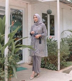 Model Dress Kebaya, Model Kebaya Muslim, Dress Brokat Muslim, Dress Brokat Modern, Model Kebaya Modern, Hijab Prom Dress, Hijab Style Dress, Casual Hijab Outfit, Lace Outfit
