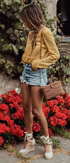Nice 48 Cut Off Short Summer Outfits to Your Must Try https://clothme.net/2018/02/13/48-cut-off-short-summer-outfits-must-try/