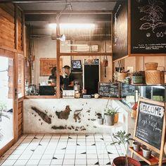 Coffee Shop Japan, Small Coffee Shop, Cafe Shop Design, Small Cafe Design, Industrial Interior Design, Cafe Interior Design, Cafe Restaurant, Restaurant Design, Bedroom Furniture Inspiration