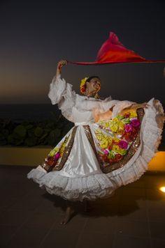 #cumbia costume #colombia Adriana Barrera Saker – Srta #Atlantico, #Reinado Nacional del Bambuco 2013 by Alfonso Dominguez Angarita