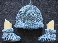 Baby Booties And Top Knot Hat Knitting Pattern