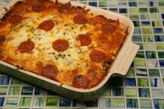 Crustless Pizza Fill a casserole dish with cooked meats of choice (chicken, beef, sausage, pepperoni, etc) and veggies (sauteed onion, mushrooms, pepperocini, red bell peppers), top with thick marinara sauce, cheese and more pepperoni!!