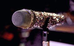 microfone brilhoso