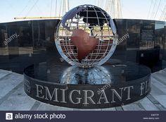 A Chama Memorial Emigrante, que se iluminou a partir da Chama Eterna no túmulo de John F. Kennedy, no Cemitério Nacional de Arlington, VA, USA, foi levada até o porto de New Ross, condado de Wexford, Irlanda.  Ali ficará em homenagem a todos aqueles que deixaram a Irlanda. Fotografia: Chris Howes.