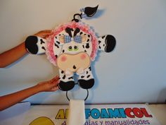 Mis Fofuchas 2013 Artfoamicol: VAQUITA DECORATIVA EN FOAMI PORTA ... Corpus Christi, Elsa, Sewing Projects, Snoopy, Lily, Scrapbook, Creative, Crafts, Decoration
