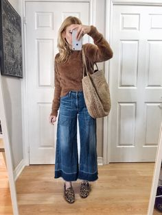 I am wearing a brown fuzzy sweater, wide leg cropped jeans, animal print loafers, and a large woven tote. Outfit Jeans, Cropped Jeans Outfit, Jeans Outfit Winter, Fall Jeans, Fall Winter Outfits, Autumn Winter Fashion, Outfit Summer, Wide Jeans, Cropped Wide Leg Jeans