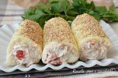 I Rotolini di pancarre con crema di tonno e pomodori sono degli antipastini freddi molto veloci e gustosi, da fare prima per le cene!